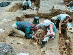 Fouilles archéologiques sur le site Chapelle St Thomas d'Aizier