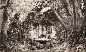 Autel de la Chapelle St Thomas d'Aizier dans les bois de Fécamp