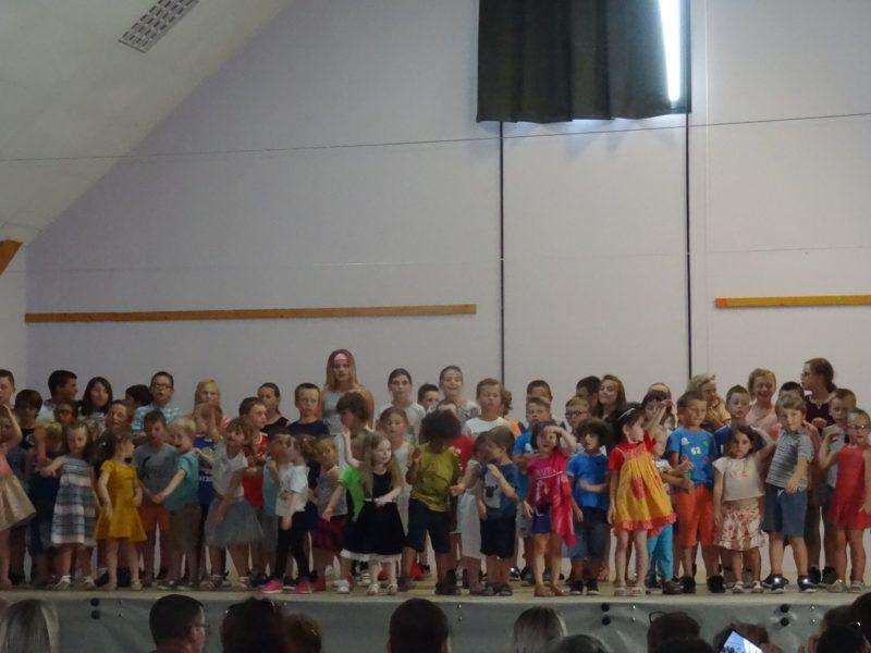 Les enfants de l'école René BUNEL de Trouville-La-Haule (Spectacle de fin d'année scolaire 2017-2018)