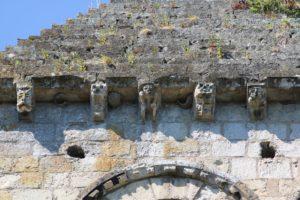 Les modillons de l'église St Pierre d'Aizier