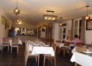 """La salle du restaurant """"Le Relais des Chaumières"""" à Aizier"""